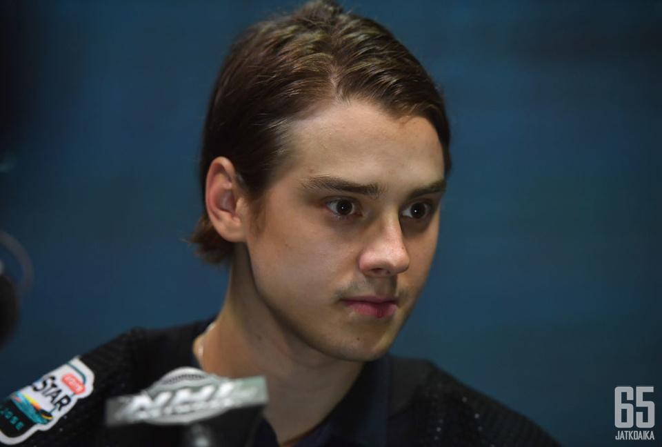 Sebastian Aho tarttui Montreal Canadiensin sopimustarjoukseen.