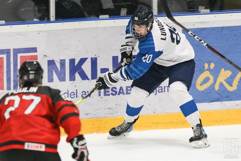 Anton Lundell palkittiin Suomen joukkueen parhaana.