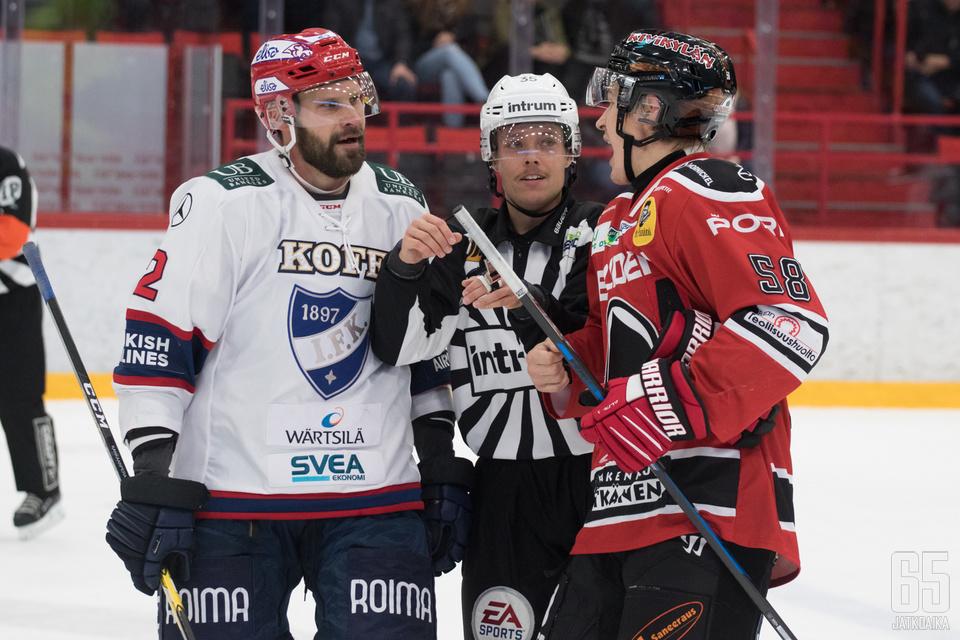 Markus Kankaanperä (vas.) iski Porissa ottelun voittomaalin.
