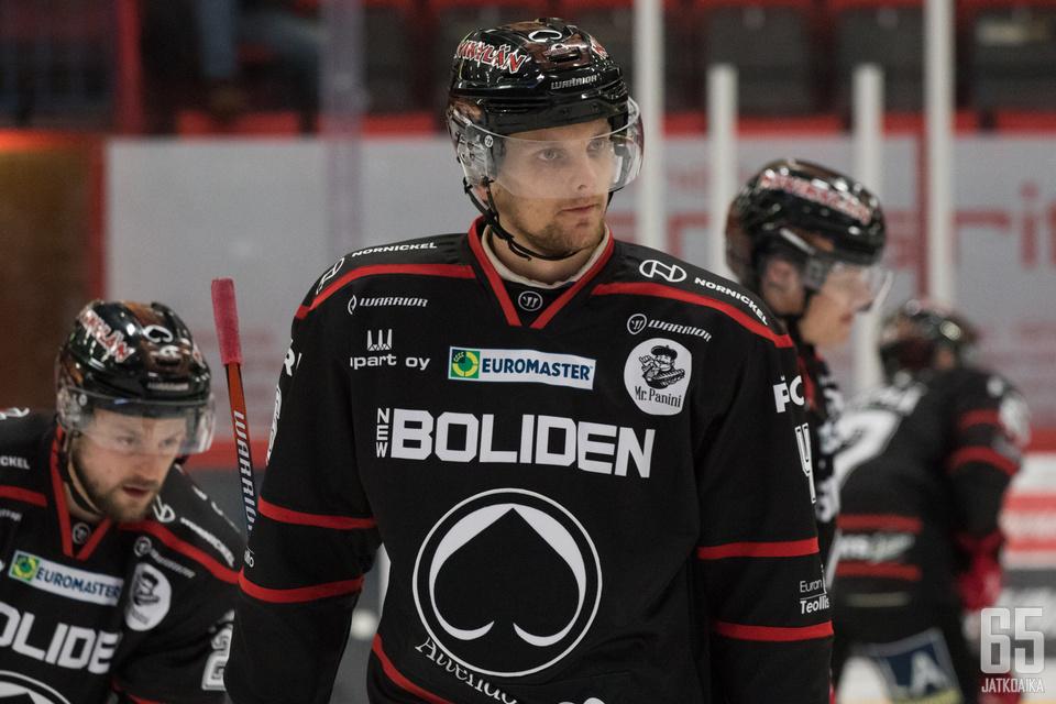 Mikko Salmio haluaa auttaa joukkuettaan sekä kentällä että pukukopissa.