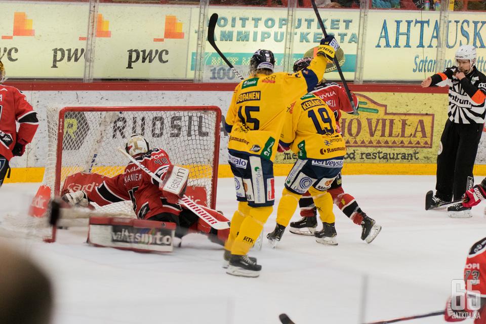 Lukko aloitti väkevästi viime lauantaina Porissa, mutta hävisi lopulta voittomaalikilpailussa.