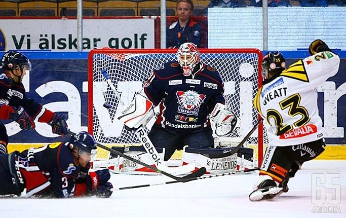 Engstrand on pelannut urallaan aiemmin Linköpingissä.