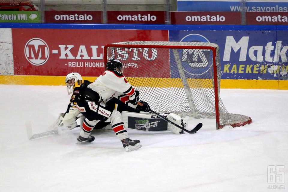 Roope Mäkitalo löylytti lauantaina Peli-Karhuja. Varsinaisen peliajan kaksi maalia ja voittomaalikilpailun ainut onnistuminen toivat Peliitoille tärkeät kaksi pistettä.