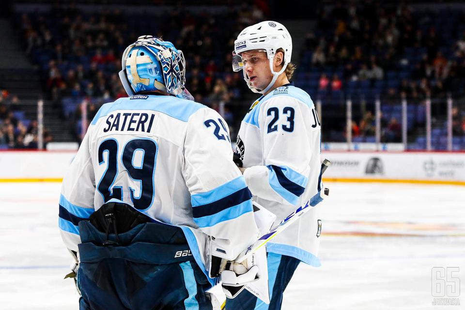 Harri Säteri ja Jyrki Jokipakka olivat Sibirin kantavat voimat pudotuspeliavauksessa.