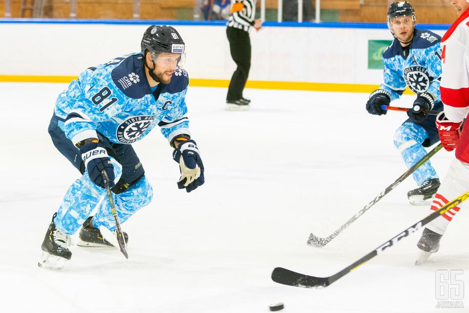 Jukka Peltola valmiina hyppäämään maajoukkueen matkaan.