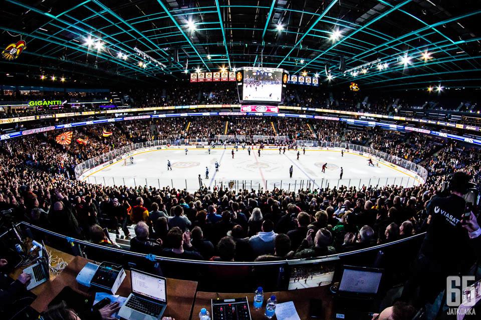 Juolevi vaihtaa Helsingin areenan pienempiin ympyröihin.