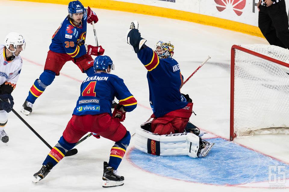 Henrik Karlssonin kolmannen erän torjunnat toivat Jokereille voiton.