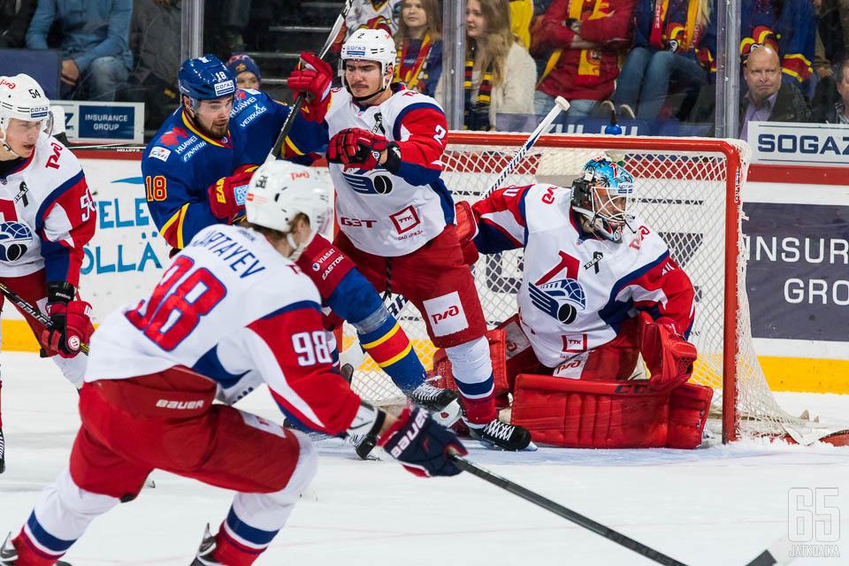 Jokerit onnistui iskemään avauserässä pari osumaa Lokomotivin puolustusmuurin taakse.