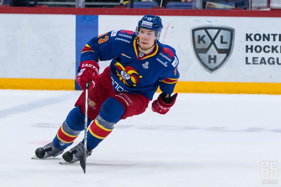 Petteri Wirtanen kykenee myös puolustajan tehtäviin.