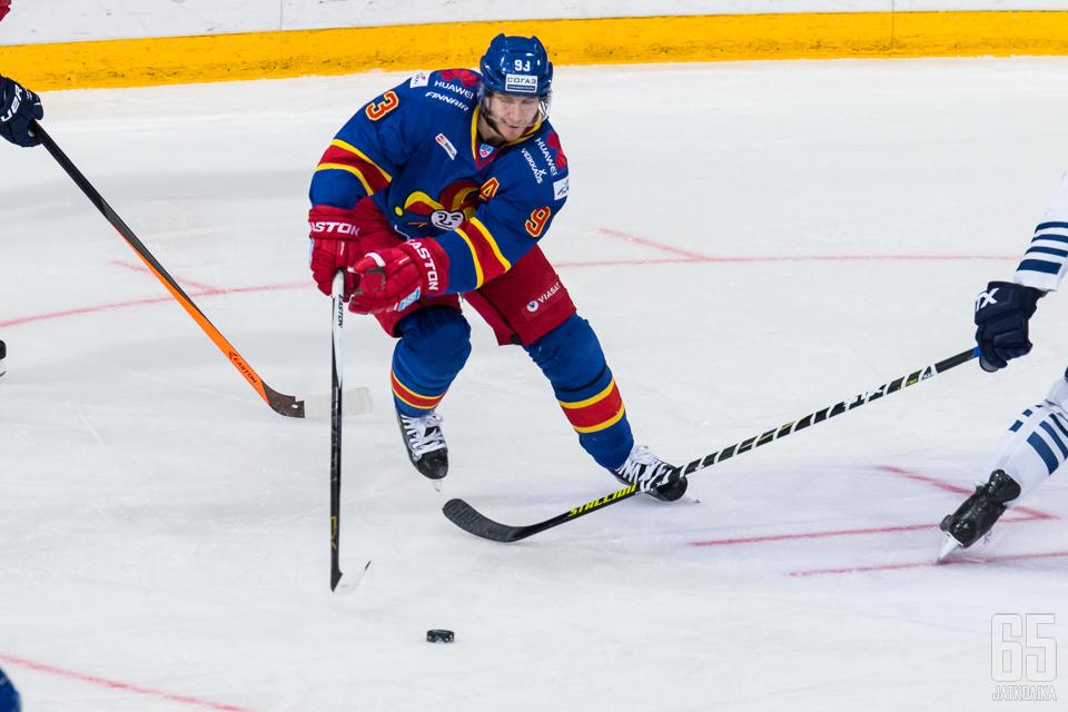 Kaksi tehopistettä saalistanut Peter Regin oli mainiolla pelipäällä Dinamo Minskiä vastaan.