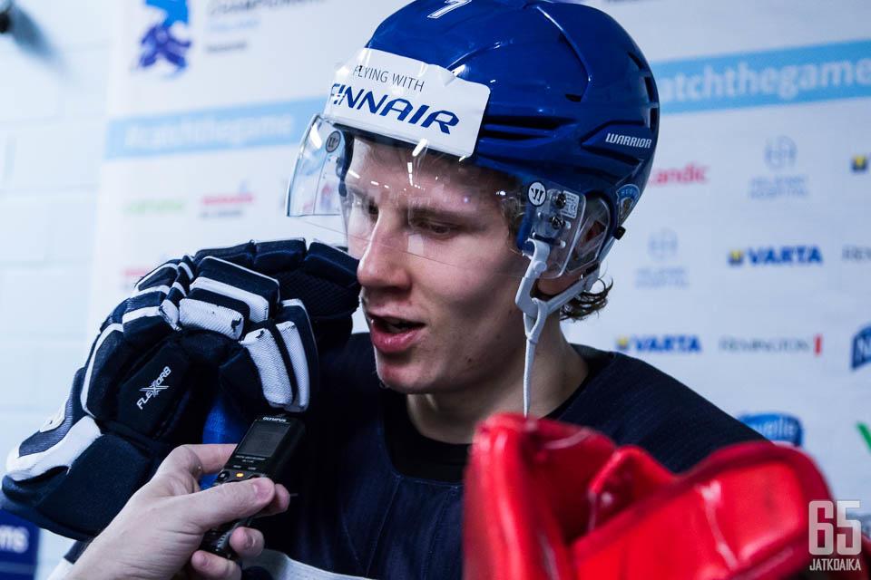 Niko Mikkola joutui urakoimaan puolustuksessa.