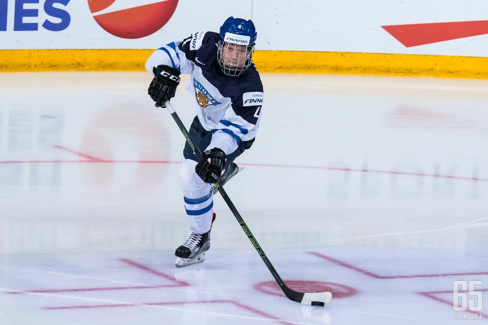 Olli Juolevi on Nuorten Leijonien johtavia pelaajia.