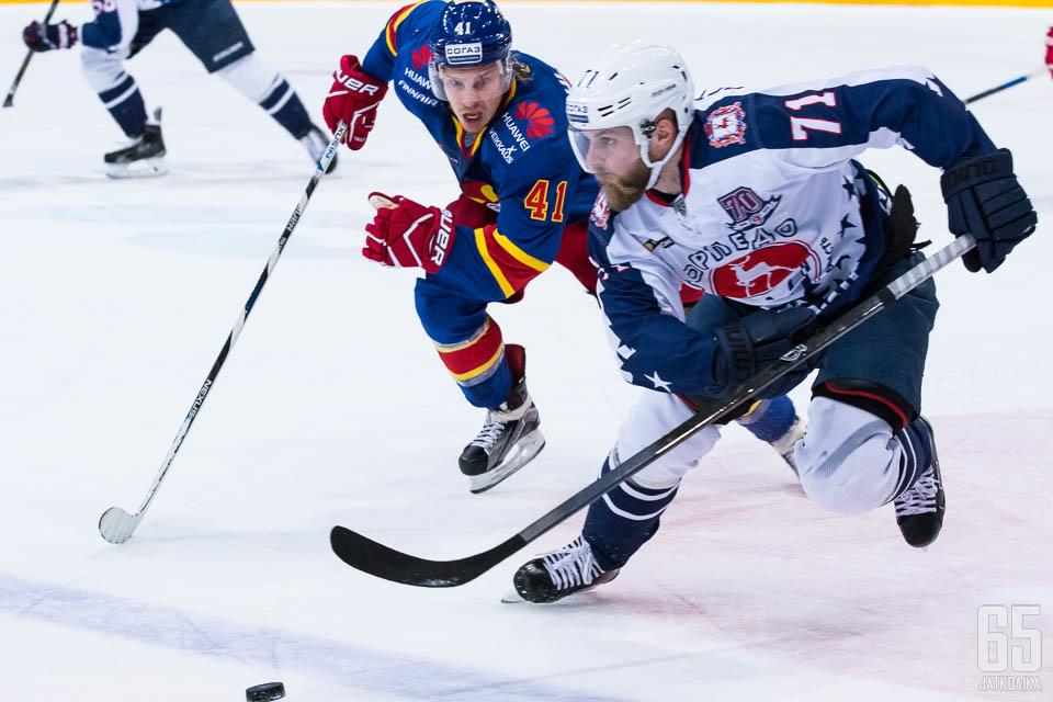 Antti Pihlströmin luistelu aiheutti Torpedolle ongelmia.