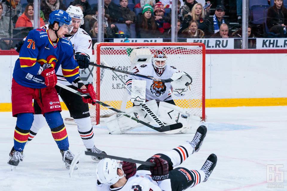 Juha Metsola kuuluu KHL:n huippumaalivahtien joukkoon.