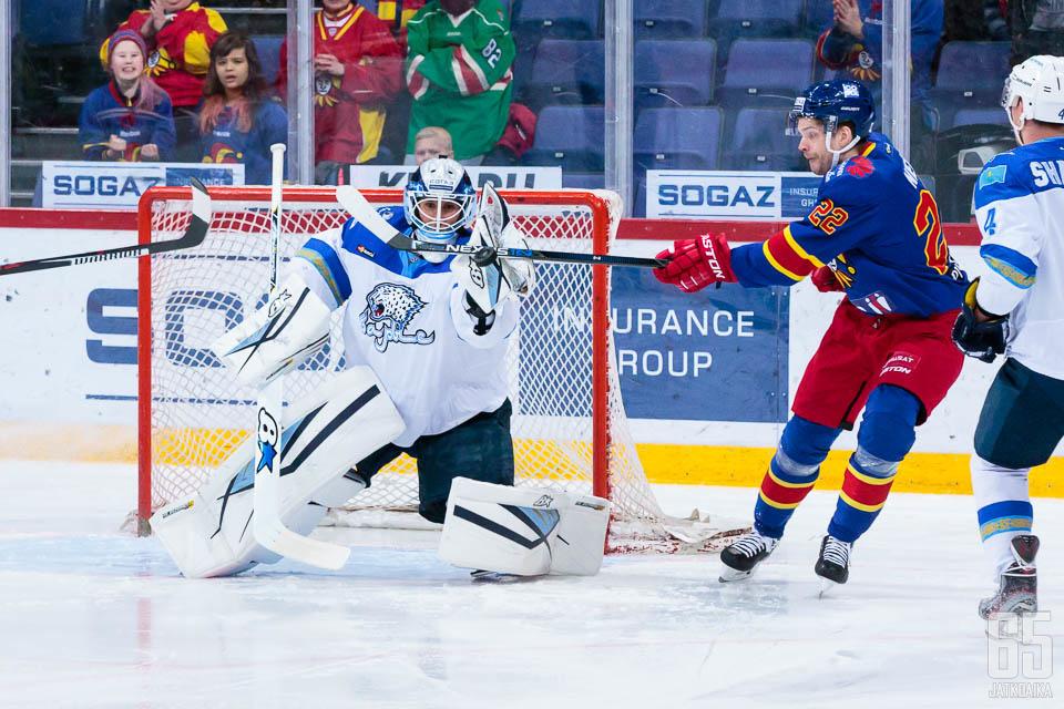 Jokereissa seuran kahdella ensimmäisellä KHL-kaudella esiintynyt Henrik Karlsson oli tänään mies paikallaan Barysin maalilla.