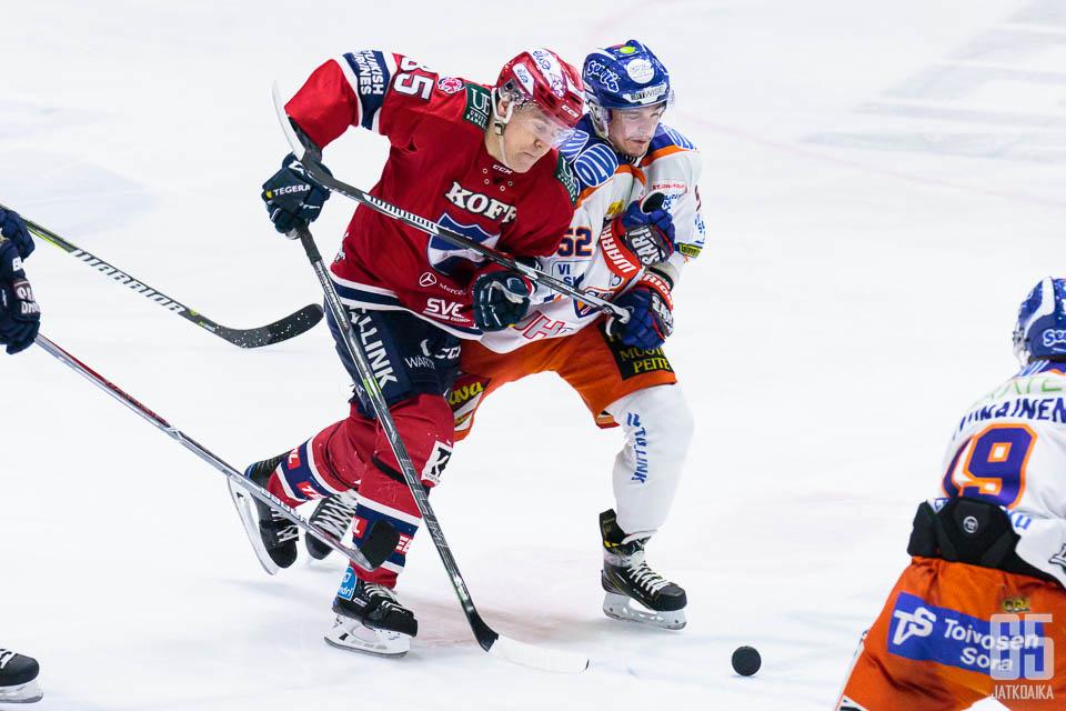 Rantakari väänsi tässä Mikael Johanssonin kanssa.