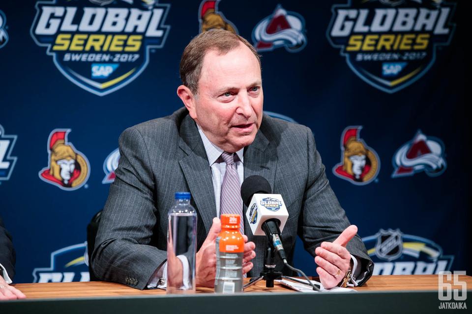 Gary Bettman haluaa rakentaa kestävää yhteistyötä muun muassa eurooppalaisen jääkiekon kanssa.