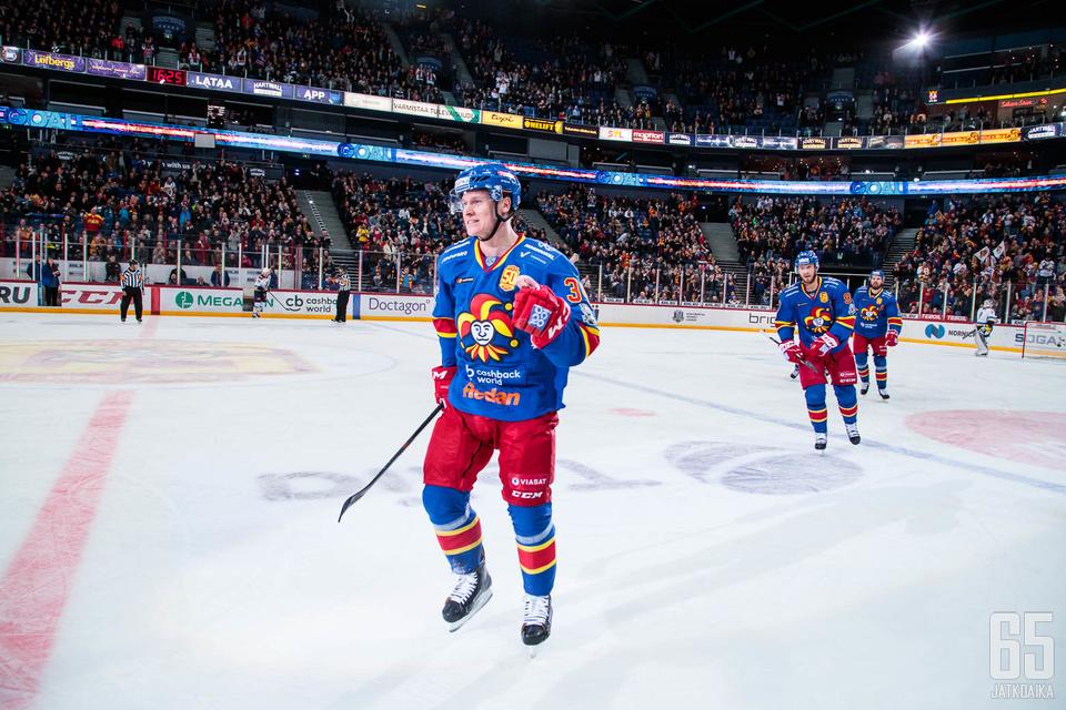 Olli Palola sai tuulettaa uransa ensimmäistä pudotuspelimaalia KHL:ssä.