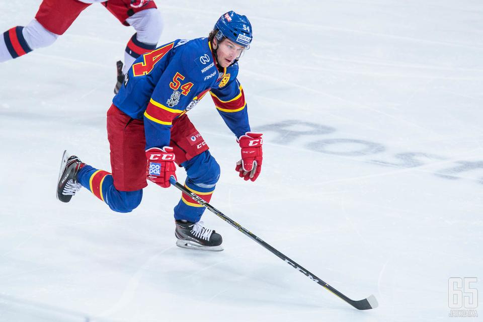 Erik Embrich teki Mestiksessä runkosarjassa 24 tehopistettä. Tiistaina hän esiintyi ensimmäisen kerran KHL:ssä.