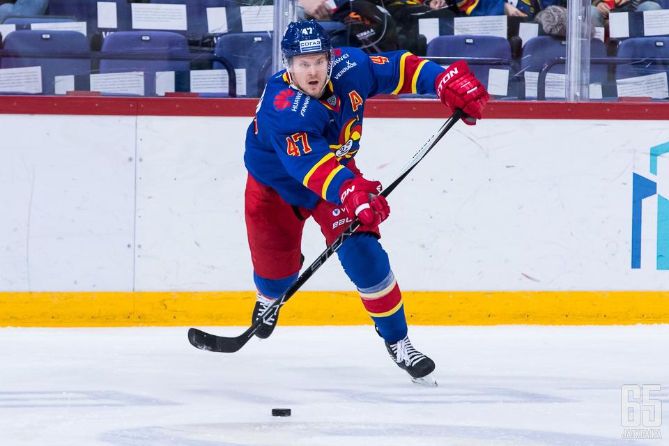 Ville Lajunen hyppää Matt Gilroyn jättämiin suuriin saappaisiin.