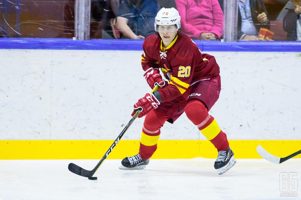 Eeli Tolvasen KHL-ura käynnistyi hurjalla tavalla: hattutemppu avausottelussa