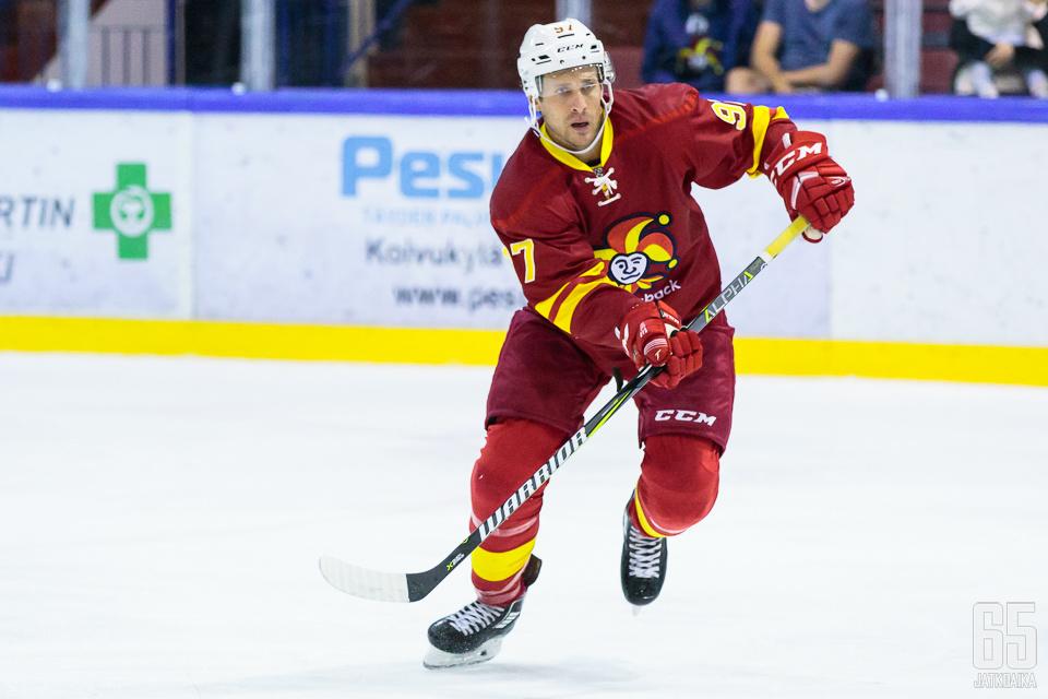 Matt Gilroy viimeisteli Amur Habarovskia vastaan kauden ensimmäisen maalinsa.
