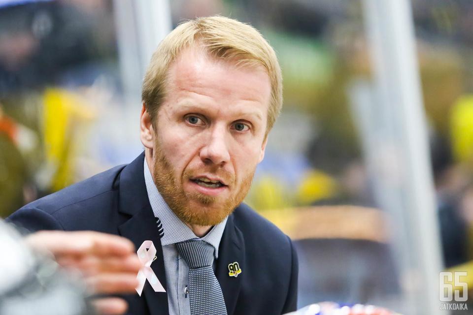 Tommi Miettinen on valmentanut kolmella eri sarjaportaalla vuoden sisällä.