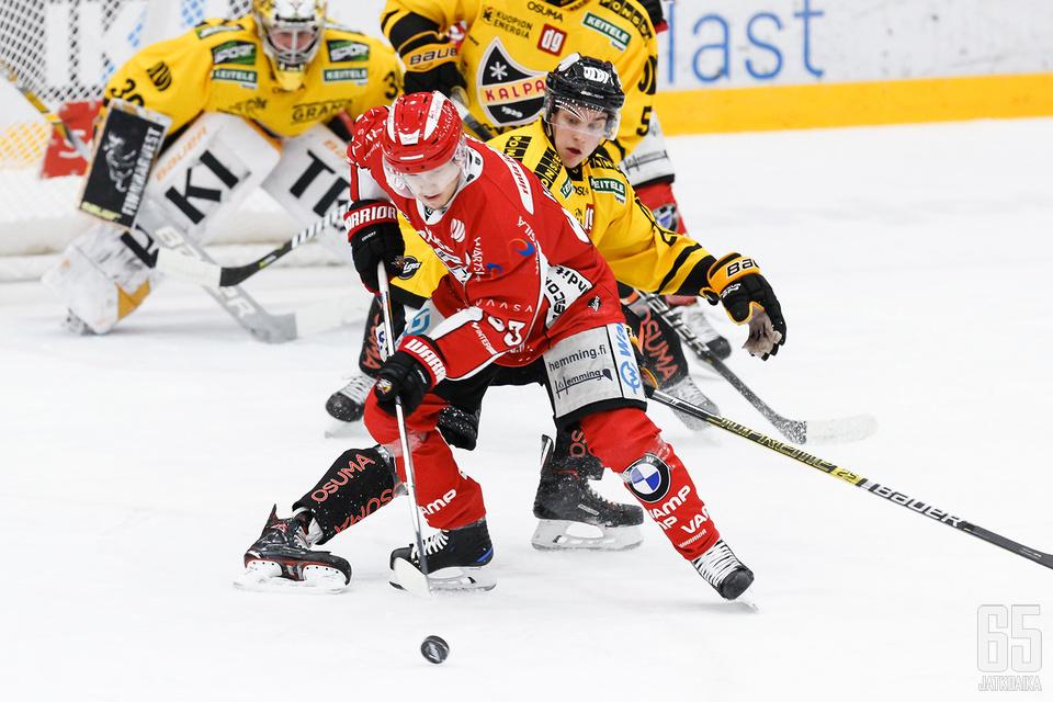 Sportin Toni Kallela on aiheuttanut vastustajien puolustuksille kiirettä liikkeellään.