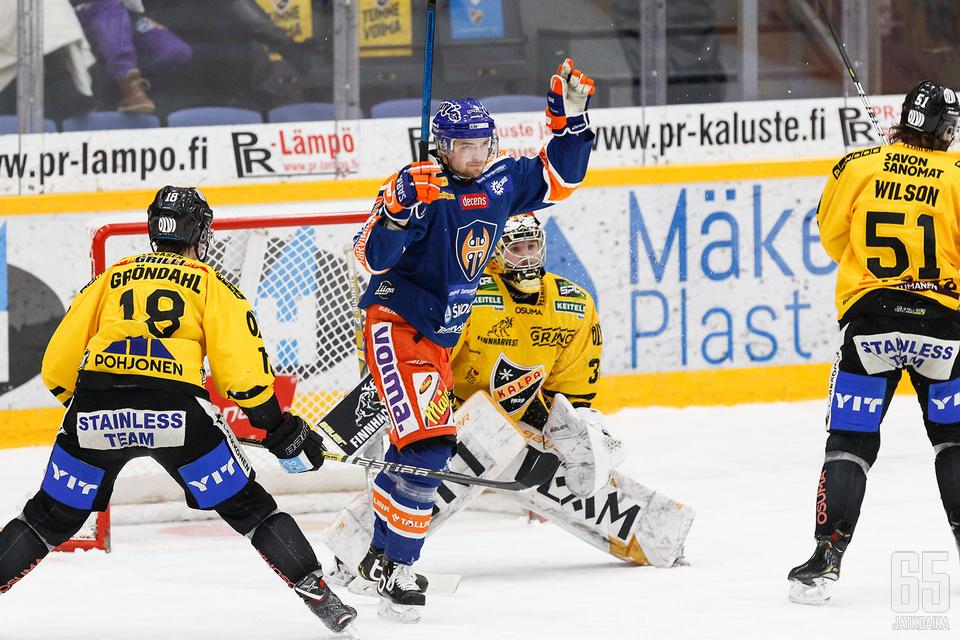 KalPan maalivahti Denis Godla sai antautua avauserässä neljästi.