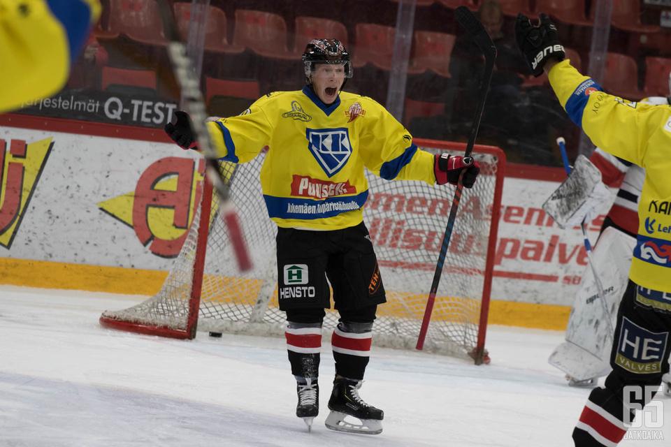 Suomi-sarjassa pelaava Karhu HT jatkoi Suomen Cupin ihmettään kaatamalla jo kolmannen Mestis-joukkueen.