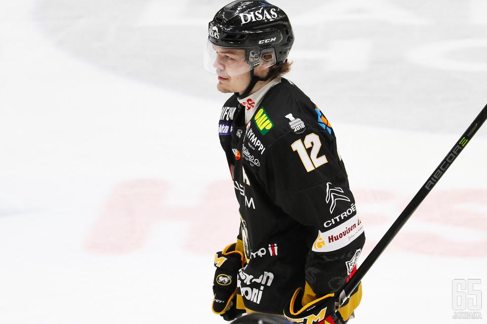 Ville Leskinen rokotti vanhaa seuraansa kahdesti.