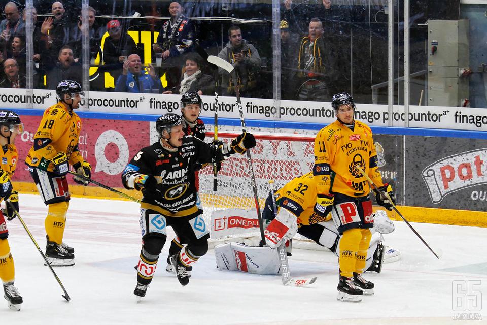 Kärppien johdolla suurin osa liigaseuroista pääsi juhlimaan hyvää taloudellista tulosta, Lukolla oli vaisumpi tunnelma.