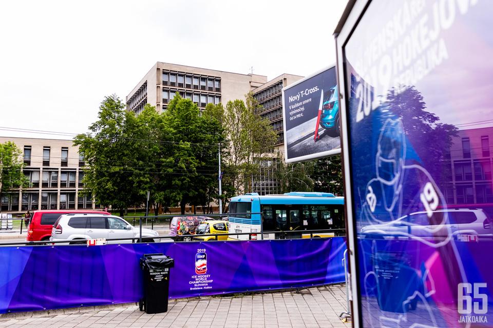 Suomen joukkue aloitti tänään harjoitukset tietämättä hallissa vallitsevasta pommiuhasta.