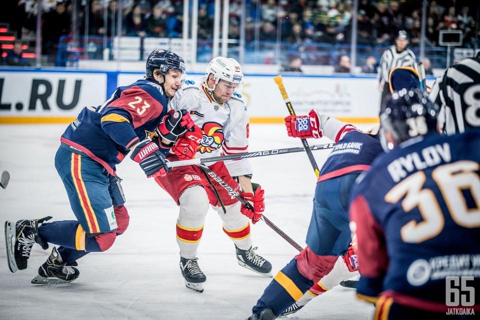 Max Wärn ehti vääntää Jokereissa 25 KHL-ottelussa.