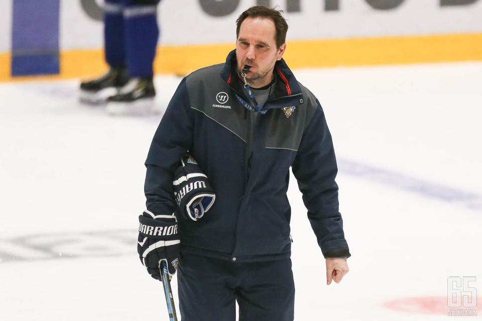 Mika Marttila on valmis nuorten olympialaisiin joukkueensa kanssa.