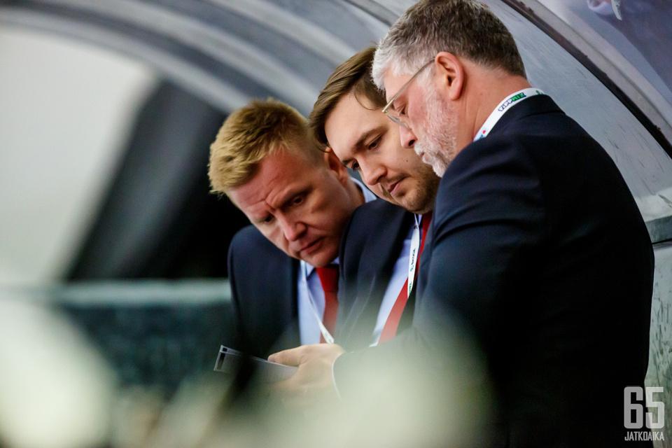 Mika Väärälä (kesk.) on valmentanut Unkarin maajoukkuetta kolmen kauden ajan