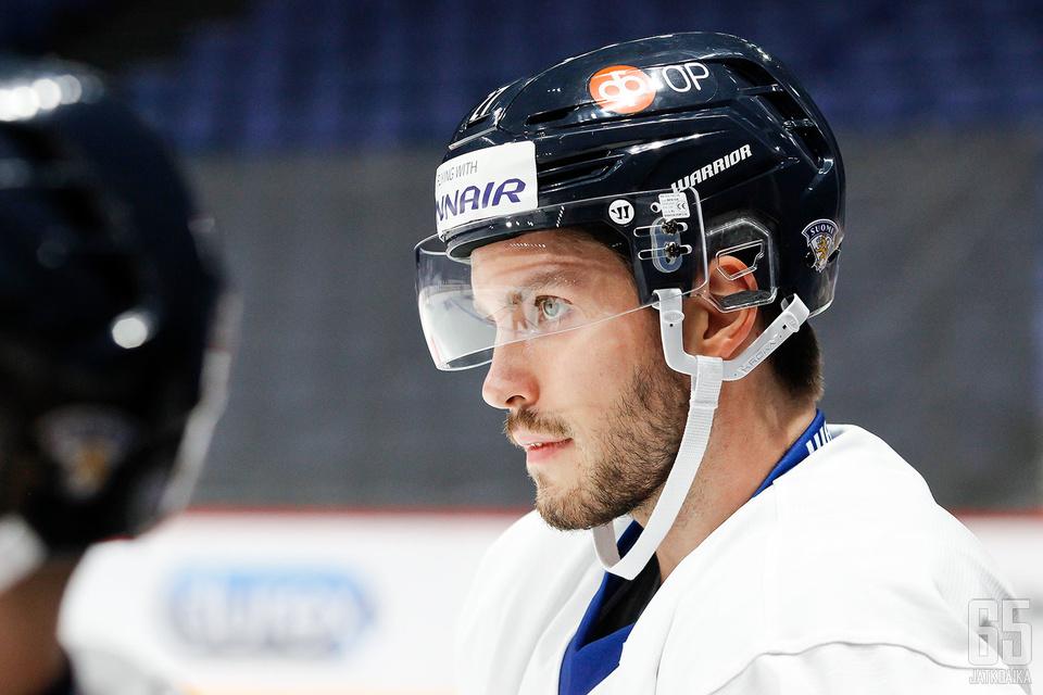 Penguins kauppasi Oula Palveen Starsiin.