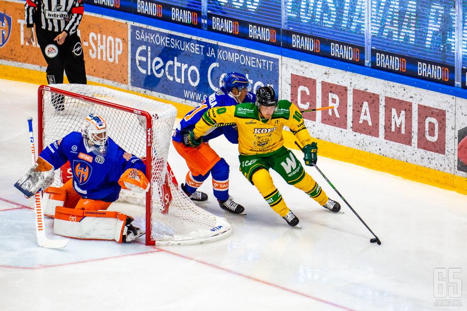 Erinomaisesti kiekkoa suojaava Eemeli Suomi aloittaa kolmannen perättäisen kautensa Ilveksen kapteenina.