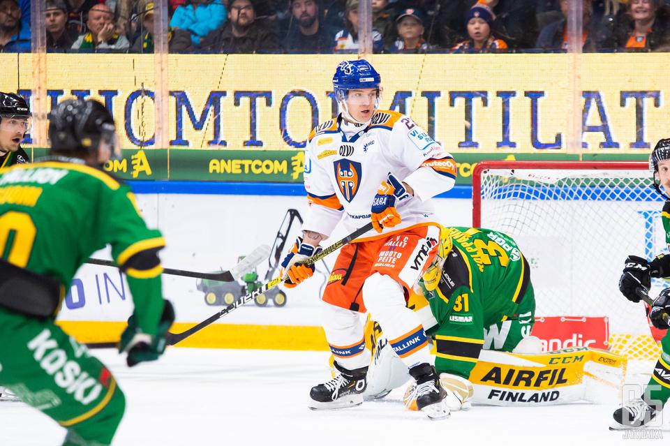Hyökkääjä Olavi Vauhkonen viihtyi avausottelussa Ilveksen maalilla.