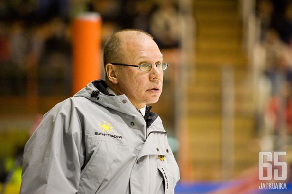 Valmentaja Sakari Pietilää kutsuttiin aikoinaan Suomessa jääkiekkoprofessoriksi, mutta nimitys juontui hänen asiantuntijaroolistaan televisiossa, eikä akateemisista ansioista.