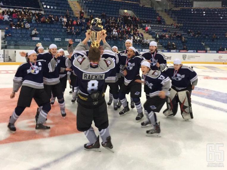 Suomi voitti 2002-ikäluokan World Selects Invitational -turnauksen keväällä Riiassa.