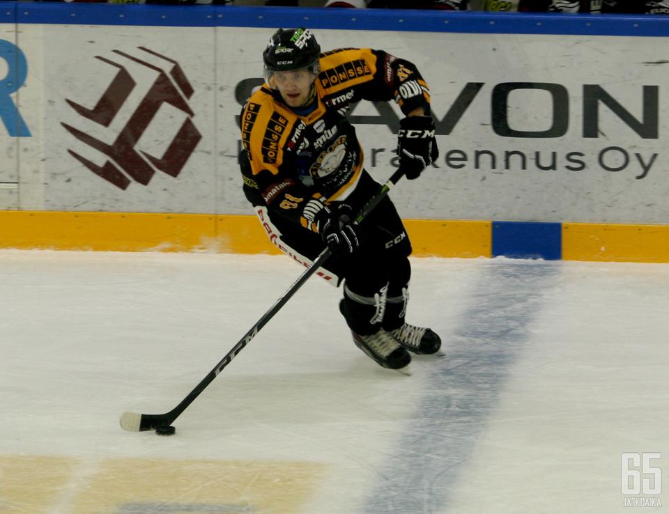 Jussi Viitanen heilutti tahtipuikkoa Heinolassa.